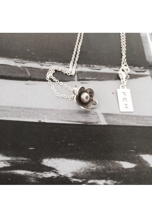 Necklace:  Daisy Day €69,-