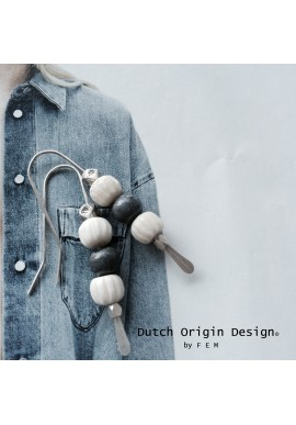 Earrings: Go Denim €29,-
