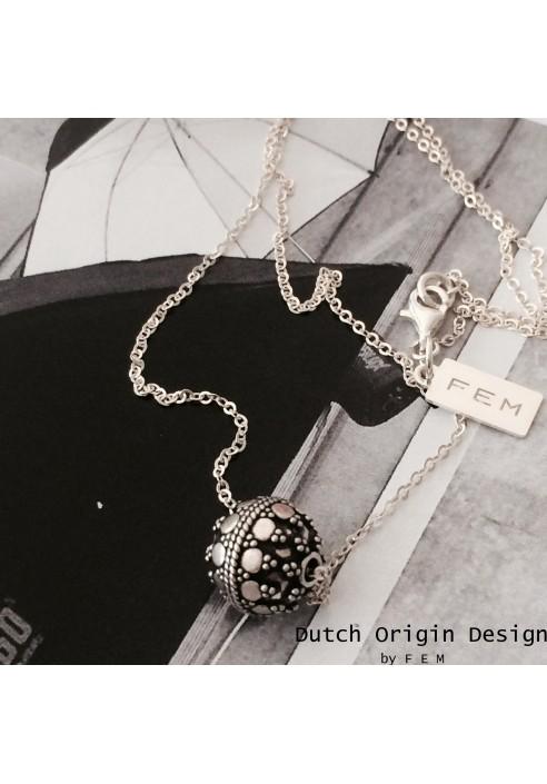 Necklace: Pretty & Precious  €79,-